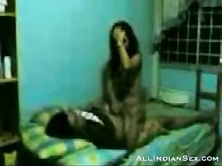 Horny indian couple doing it in a guest house